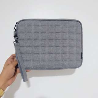Halo macbook sleeve/bag 11 ro 12 inches