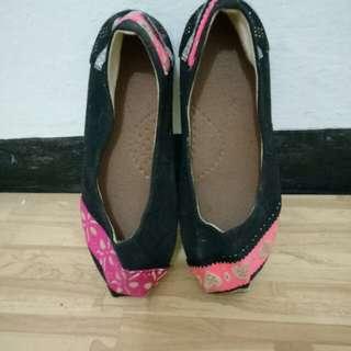 Flat shoes merek zalora
