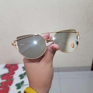 Kacamata Hitam - Gold