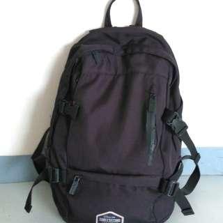 Tas sekolah hitam