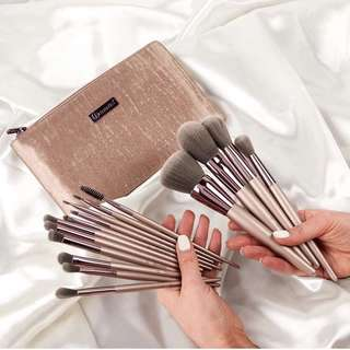 Lavish Elegance 15 Piece brush set by Bh Cosmetics