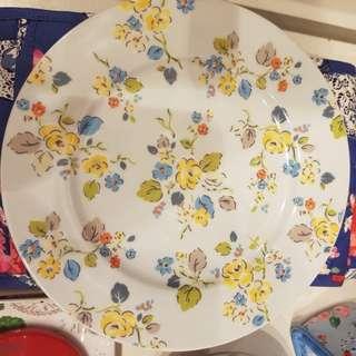 Shabby chic plates