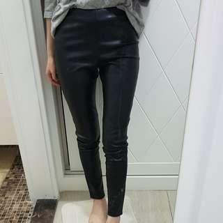 MANGO高腰褲口拉鍊設計皮褲