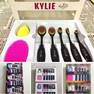 Makeup Brush Set with blendinh sponge and brush cleaner