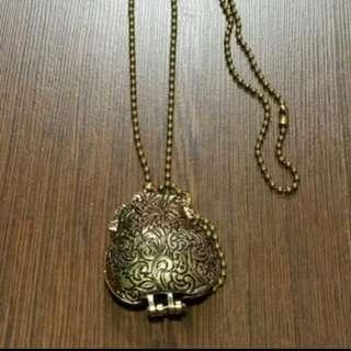 Pouch Necklace