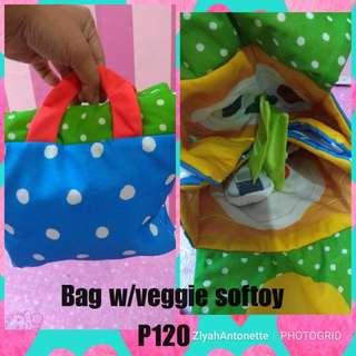 Mini Bag w/veggie toy inside