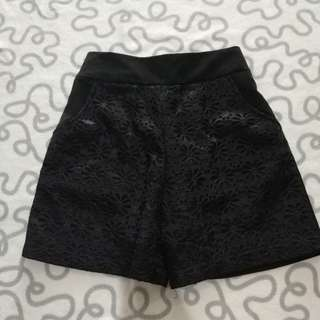 Woman short pants