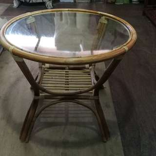 Rattan round table with glass top