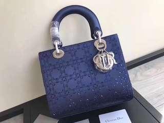 Dior原單全套包裝 【lady dior5格燙鑽系列】🎁🎁👗💐閃閃發亮的鑽石菱格,非正常的絲綢材質,有創意又不過分誇張。size:24cm