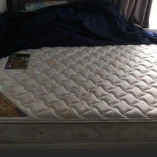 雅蘭雙人床褥 85% new 女仔自住用開