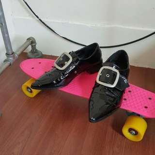 🚚 漆皮尖頭皮鞋 24cm / EU38