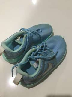 Addidas kids shoe (for around 3yo-4yo)