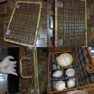 Picnic basket with bowl set