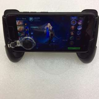 Multifunctional cellphone holder with expansible cellphone game