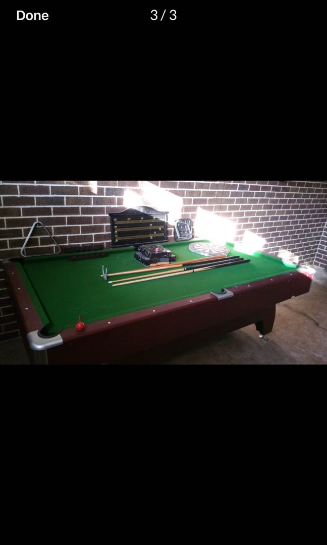 8FT pool table with accessories