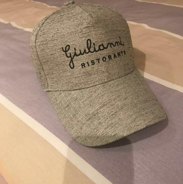 草寫文字淺灰鴨舌帽/棒球帽