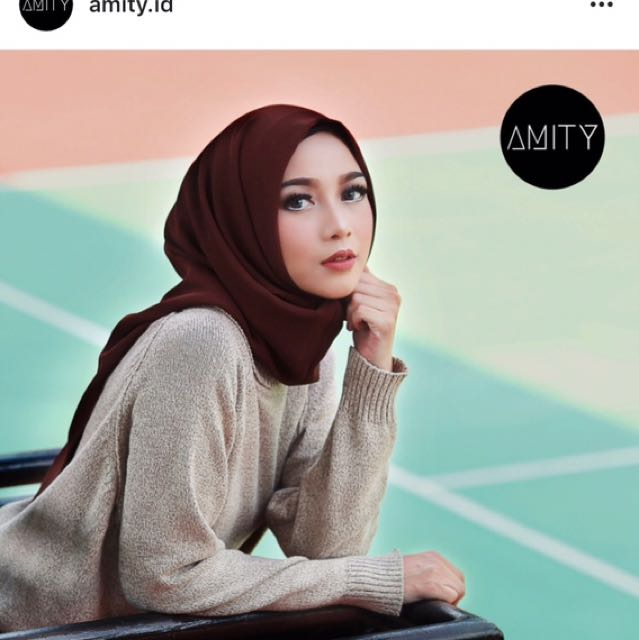 Amity instant scarf square