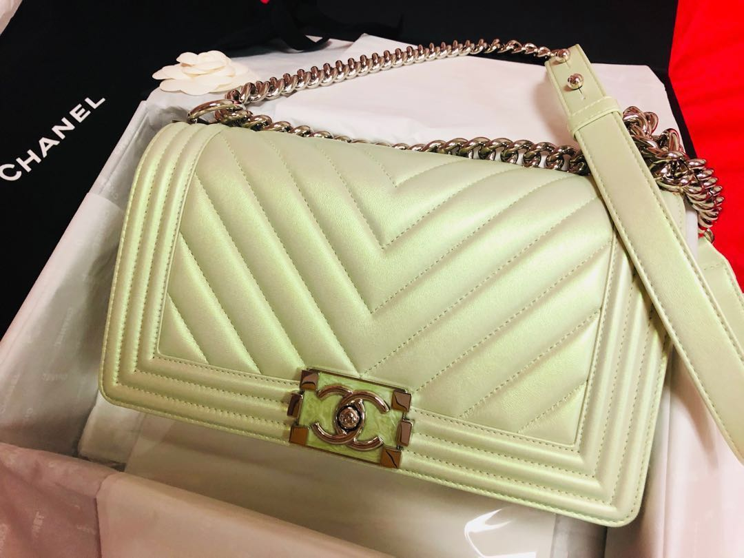 Authentic 18SS BOY CHANEL HANDBAG METALLIC RAINBOW PASTEL GREEN ... 38f8765bcb