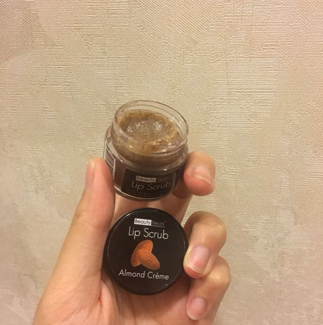 Beauty Treats Almond Lip Scrub