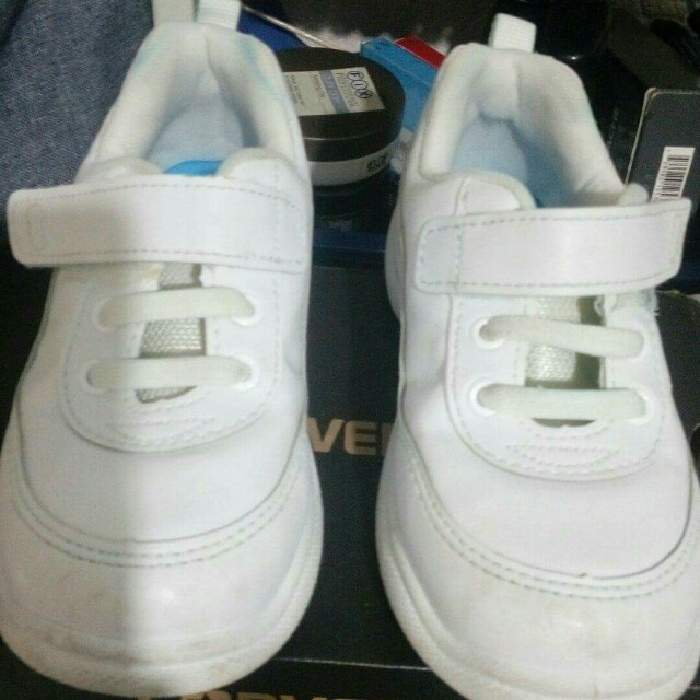 Converse white shoes (original from Singapore)