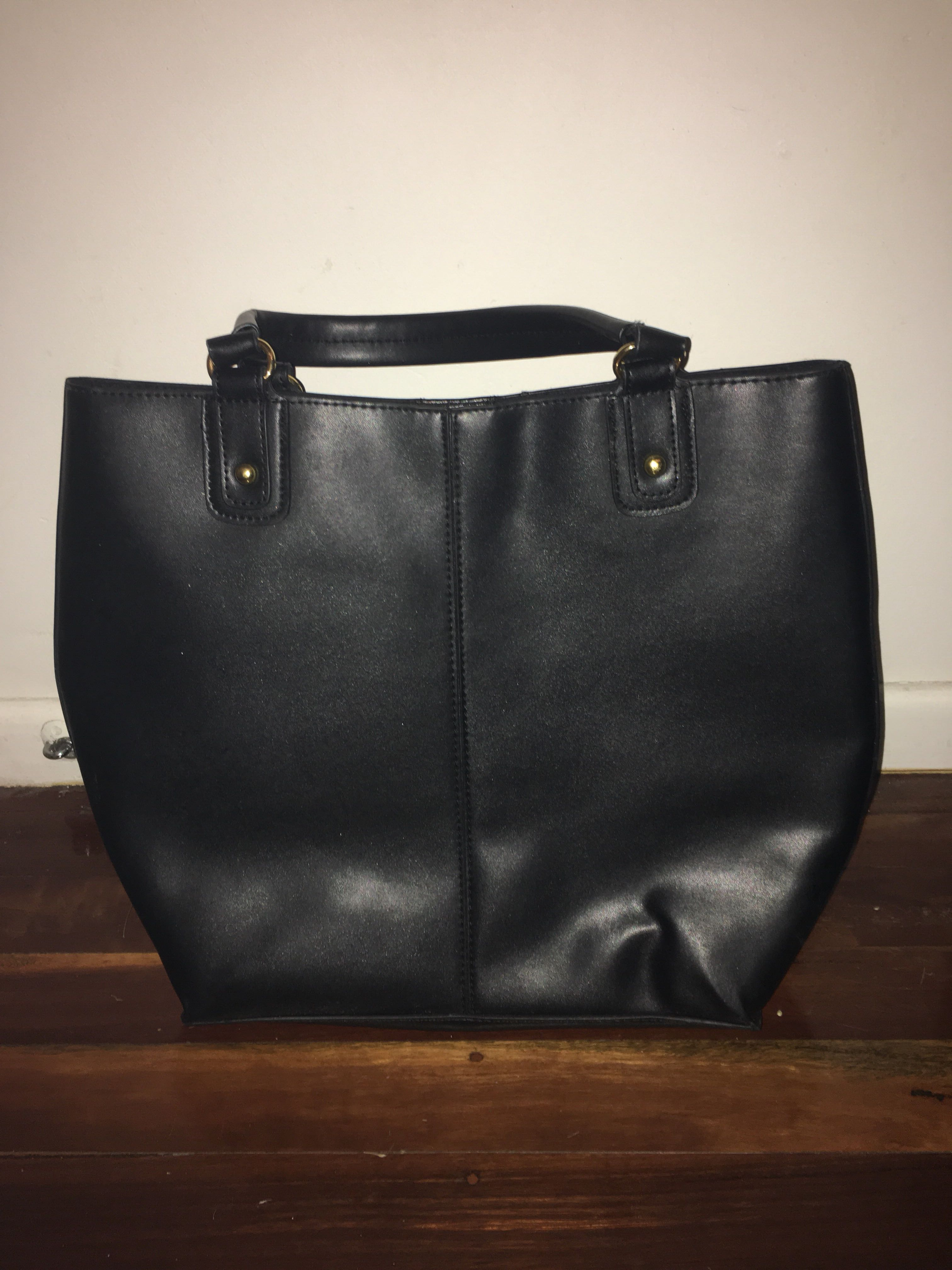 Large Black Handbag 👜 FREE WITH ANY 2 PURCHASES