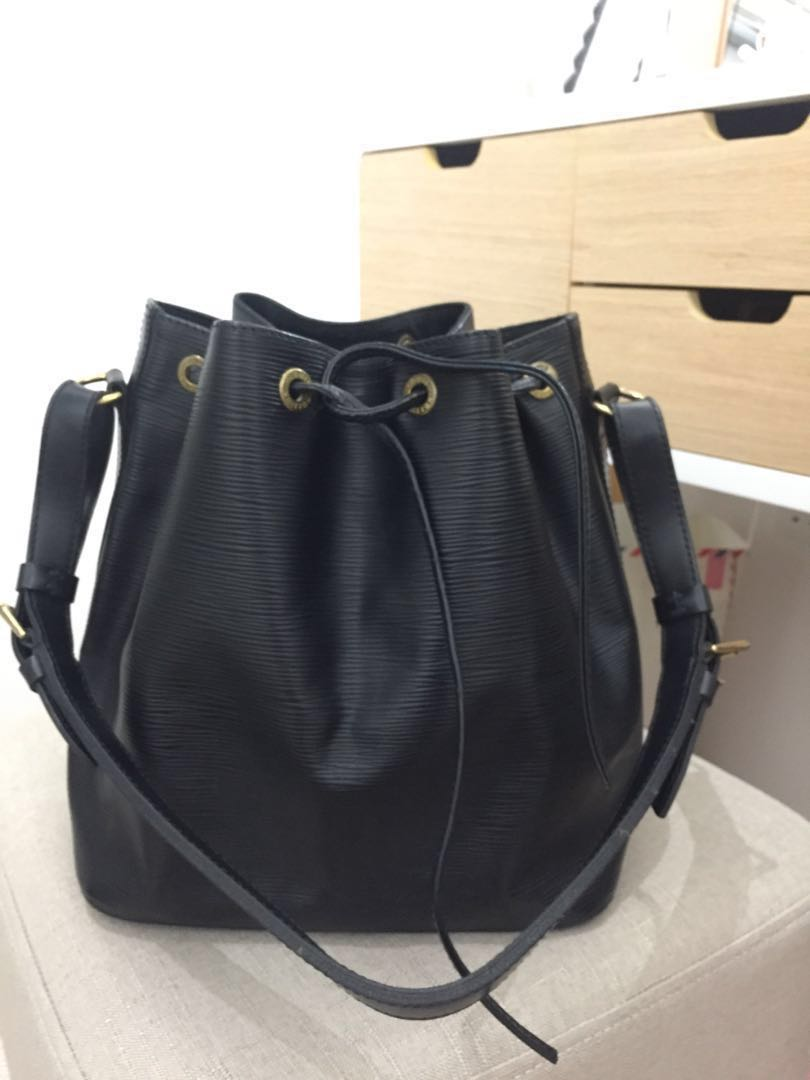 Louis Vuitton LV Petit Noe Epi leather bucket bag 7442d9dad4560