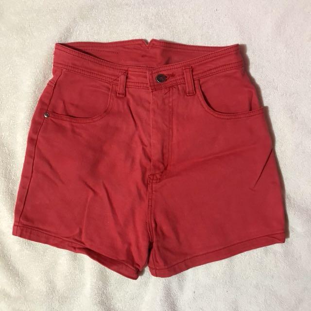 Red Highwaist Short