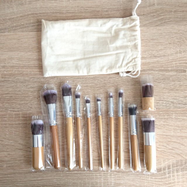 SALE! All in 1 Brush Makeup + Pouch