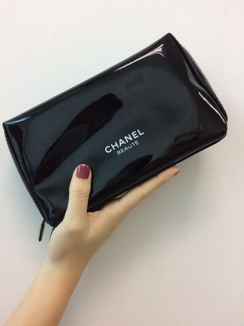6b6f547e3849 LAST PIECE ~ SHOPPY CHANEL BOXY POUCH, Women's Fashion, Bags ...