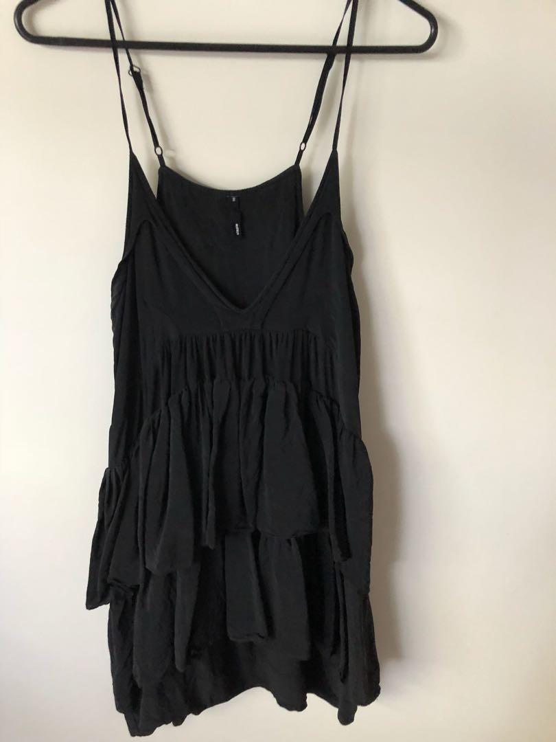 Staple ruffle dress