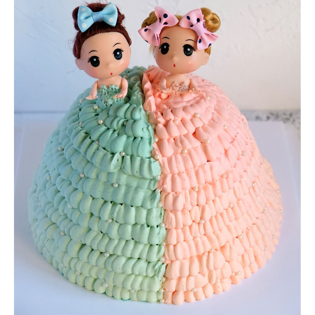 Twins Barbie Girl Cake Food Drinks Baked Goods On Carousell