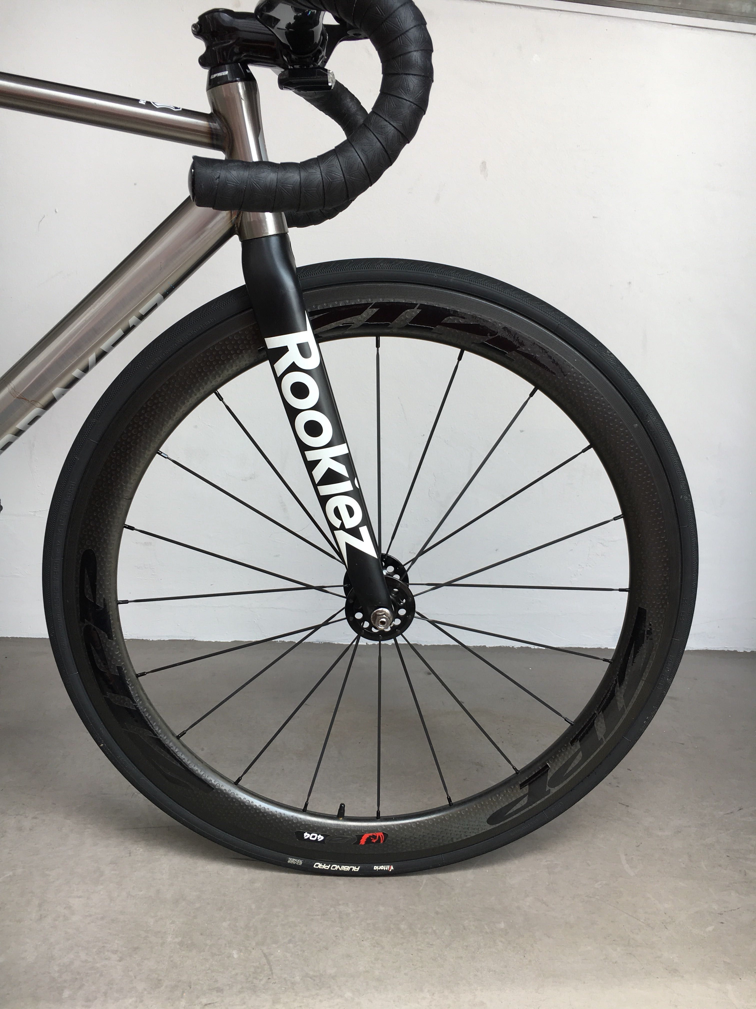 412993c6aba Zipp 404 firecrest track clincher wheelset, Bicycles & PMDs, Bicycles on  Carousell