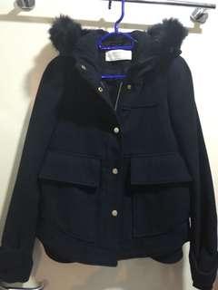 深藍連帽外套(購自Zara)