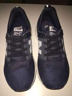 New Balance 247, Navy Boys Shoes, Size 33,5