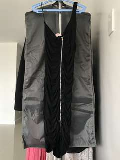 Black dress (one strap) with Zipper