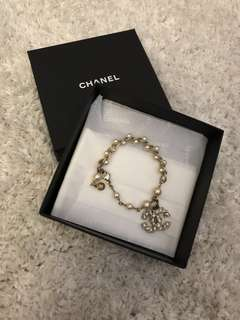 Chanel Pearl Bracelet in Gold *like new*