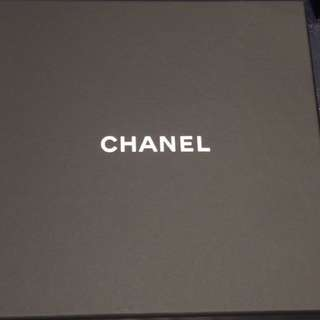 Chanel 禮盒一個 17cmx 17cm x4cm / 香奈兒