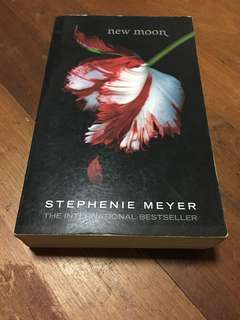Twilight Saga: New Moon by Stephenie Meyer