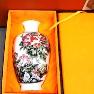 Porcelain Vase 名家陶瓷花瓶