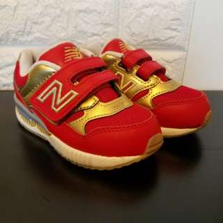 NB型格紅金色波鞋仔