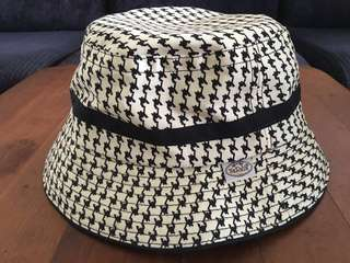 Naraya Houndstooth Print Bucket Hat