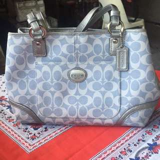 Japan preloved coach bag downprice to php6500