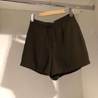 正韓🇰🇷二手·橄欖綠高腰短褲