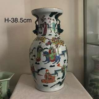 A unusual Porcelain Figural vase