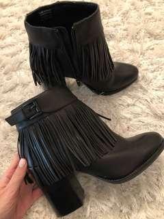 Fringed Aldo boots size US 8
