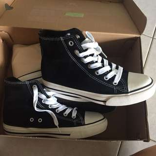 Black Rubi high cut shoe ( converse design )
