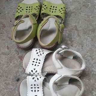 preloved sandals(set of 2)