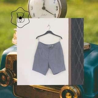 Celana pendek kotak nobita