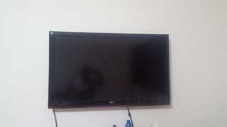 42 inch LG TV for URGENT sale Negotiable