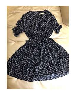 Korean Style : Black Floral V-neck Short Sleeve Short Dress Last 3pcs on hand.